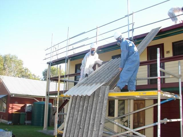 Asbestos_20Roof_20Removal_20Paradise_20Point_20Qld-1-800-600-80